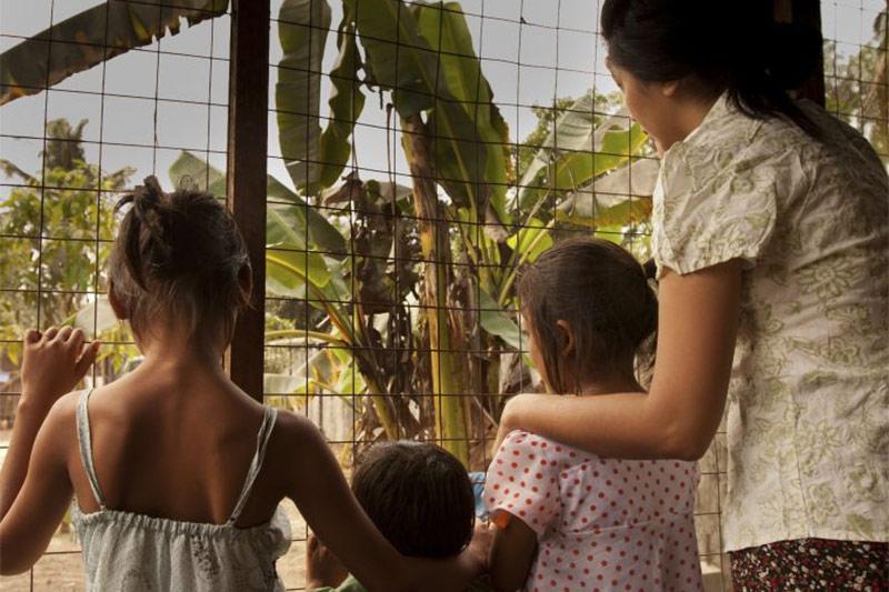 postcard-trafficking-1