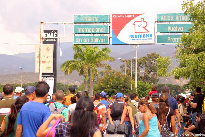 Venezuelians crossing the border in Venezuela