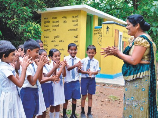 Primary school students in Sri Lanka learn about handwashing.